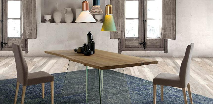Mesa con tablero de cristal o de madera